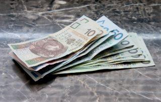 Gotówka z pożyczki na 90 dni - banknoty od 10 do 100 zł