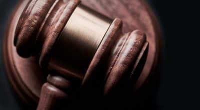 Młotek sądowy a także licytacyjny