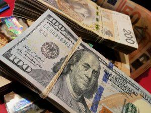 Waluty twarde i miękkie - dolar i złoty