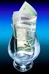 budżet domowy - oszczędności - banknot 100 zł
