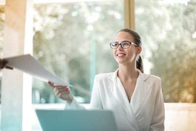 Doradczyni klienta - przekazanie dokumentów do kredytu gotówkowego