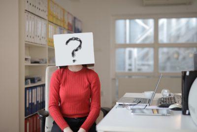 kobieta i odrzucony wniosek o pożyczkę - pytanie o przyczyny