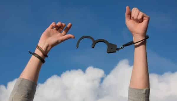 uwolnienie z kajdan - wolny od długów