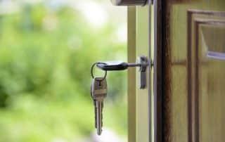 drzwi dom klucze pozyczka czy kredyt