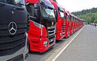 Ciężarówki - tiry - czarny Mercedes i czerwone Iveco