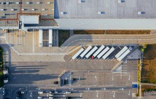 Magazyn - logistyka - parking i ciężarówki finansowane faktoringiem
