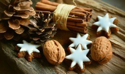 Świąteczne pierniki - gwiazdki - orzechy - cynamon