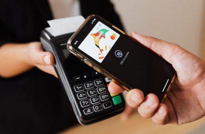 Karta debetowa mBank w telefonie