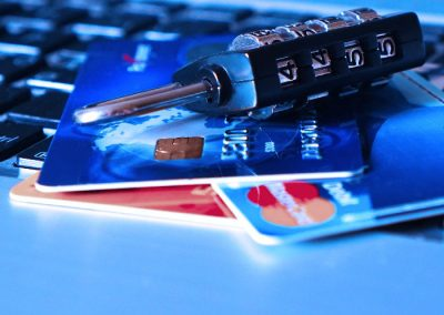 Karty kredytowe - kłódka