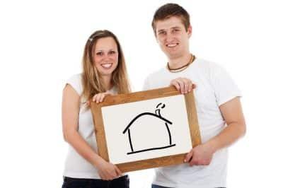 Para myśląca o domu na kredyt z niską marżą