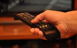 Pilot do telewizora w ręce - abonament rtv