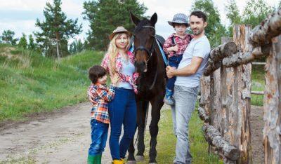 Rodzina 2+2 - mama, tata i 2 chłopców