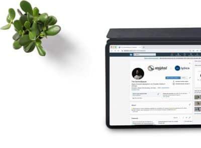 Konto na LinkedIn tablet - rekomendacje - kwiatek