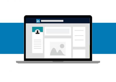 Profil na Linkedin - wygląd i tło na laptopie