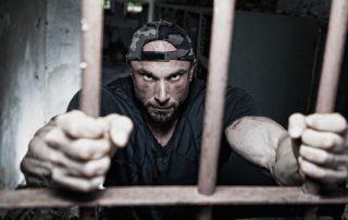 Więzienie za alimenty - dłużnik alimentacyjny za kratami