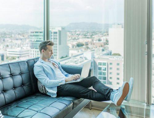 Praca zdalna: 5 sposobów jak zaimponować szefowi podczas home office