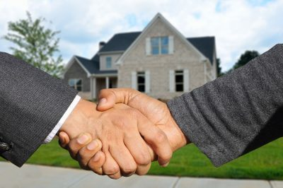 Pożyczka w domu klienta - zgoda i uścisk dłoni