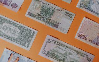 Baknoty - dolar amerykański, kanadyjski, polski złoty - wymiana w kantorze
