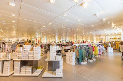 Butik odzieżowy w galerii - sukienki, buty, koszulki