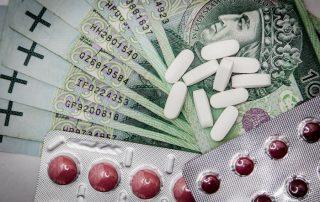 Banknoty 100-złotowe - leki i tabletki na receptę