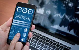 Inwestowanie na giełdzie - wyniki spółek i kursy akcji aktywów w telefonie